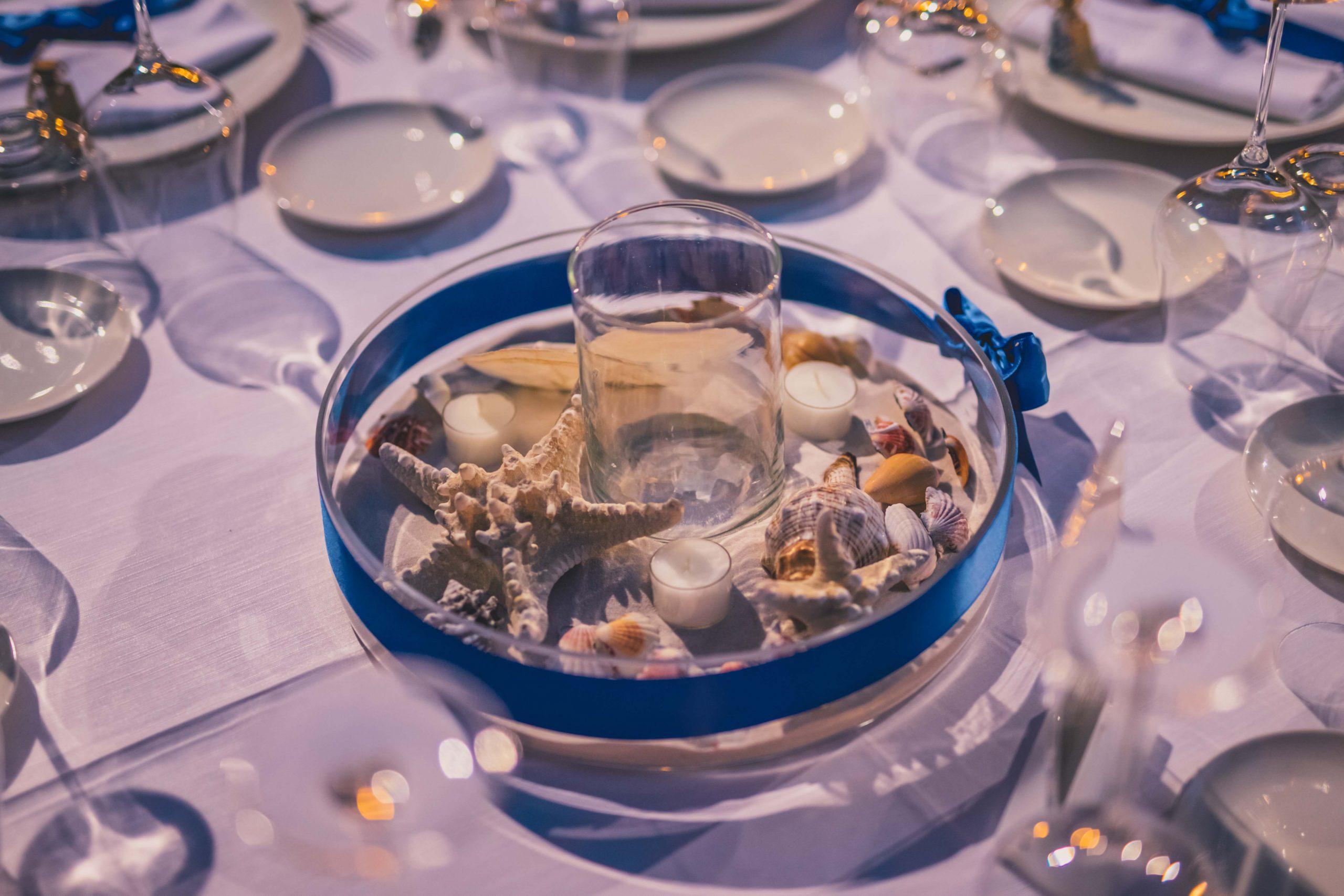 Un'antica tradizione dice che la sposa, il giorno del suo matrimonio, debba indossare qualcosa di blu, qualcosa di vecchio, qualcosa di prestato e qualcosa di nuovo. Ecco un tocco di colore oltremare per un matrimonio siciliano in uno scatto.