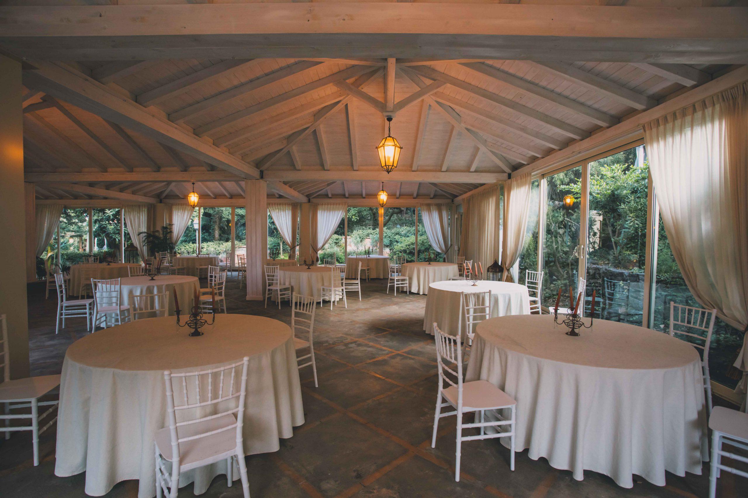 Immaginate il giorno delle vostre nozze: amici e parenti attorno ai tavoli, la musica di sottofondo e la celebrazione del vostro amore che ha inizio a Villa Musmeci e continuerà per sempre.