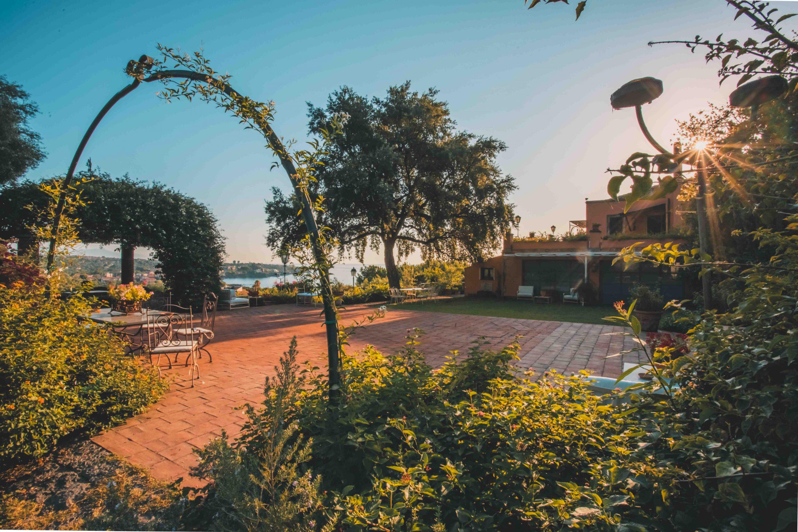 Che il cielo possa essere il pane quotidiano delle vostre sensazioni più belle. Villa Musmeci vi aspetta per viverle insieme e renderle più uniche che mai.