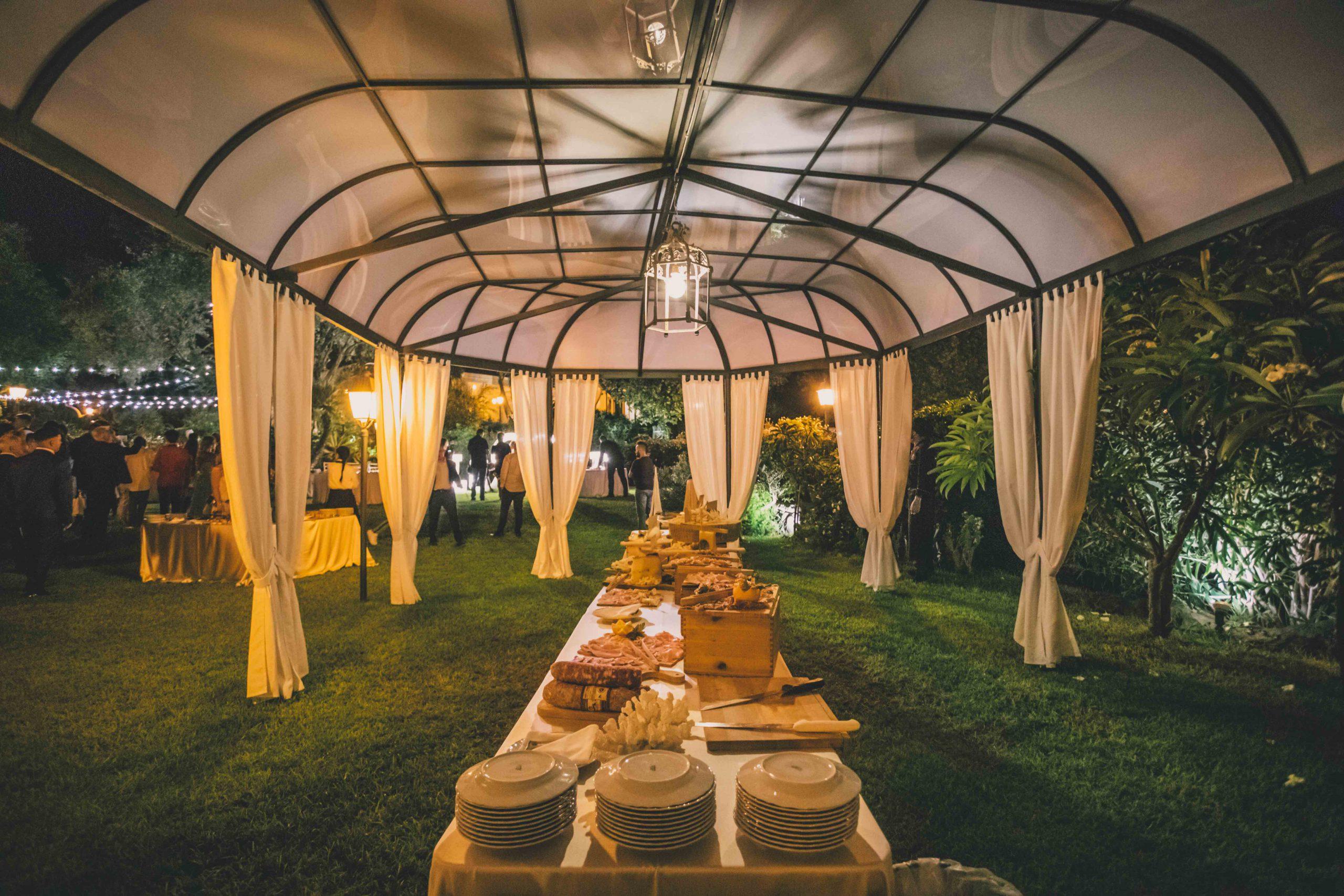 Preziosi: ecco cosa sono per noi i tuoi desideri. Vesti di bellezza il tuo matrimonio! Villa Musmeci dona fascino ed eleganza al tuo sì.